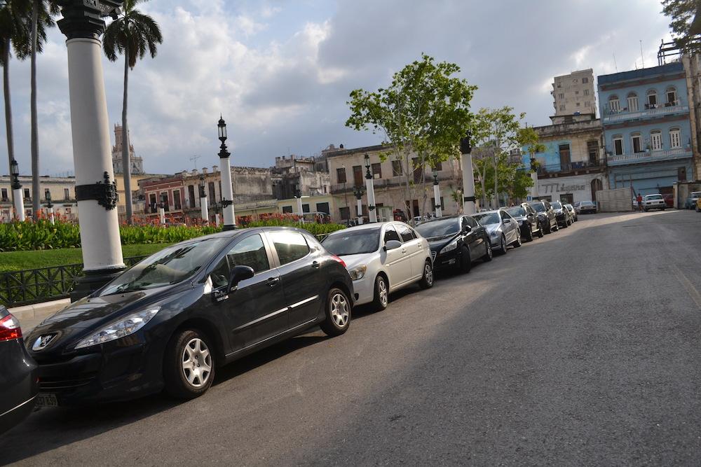 キューバ・ハバナで見かけた普通の車の写真