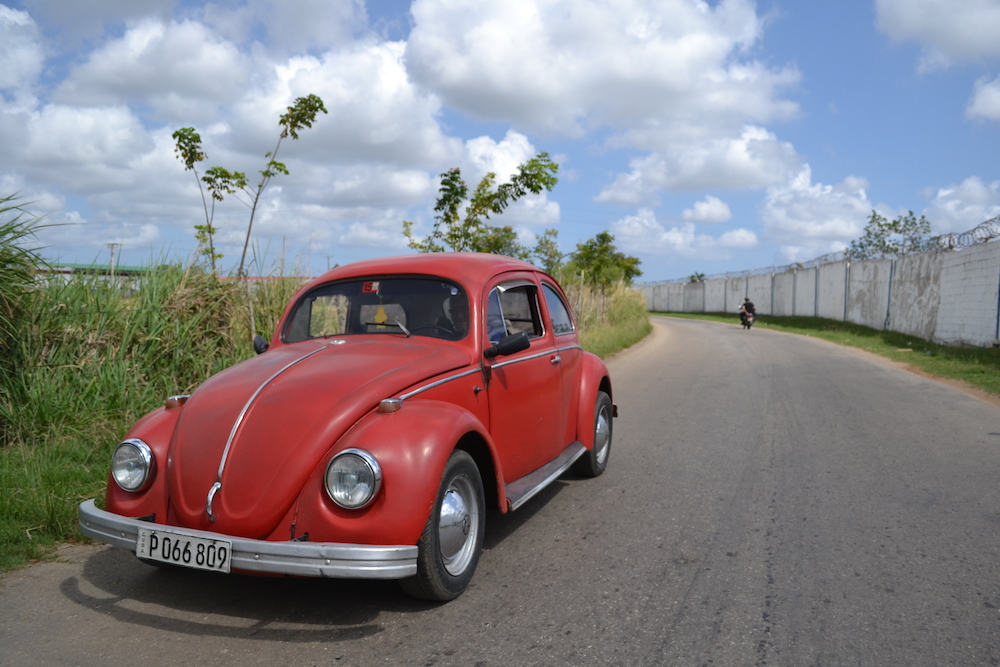 キューバのクラシックカータクシー(小型)の写真