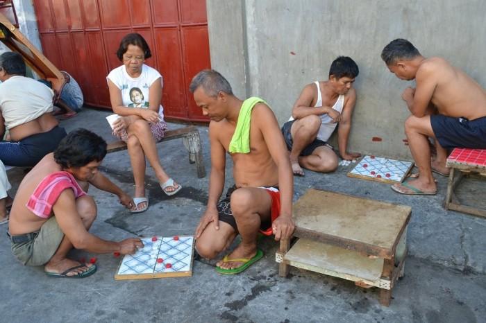 フィリピン人の手作りゲームの写真