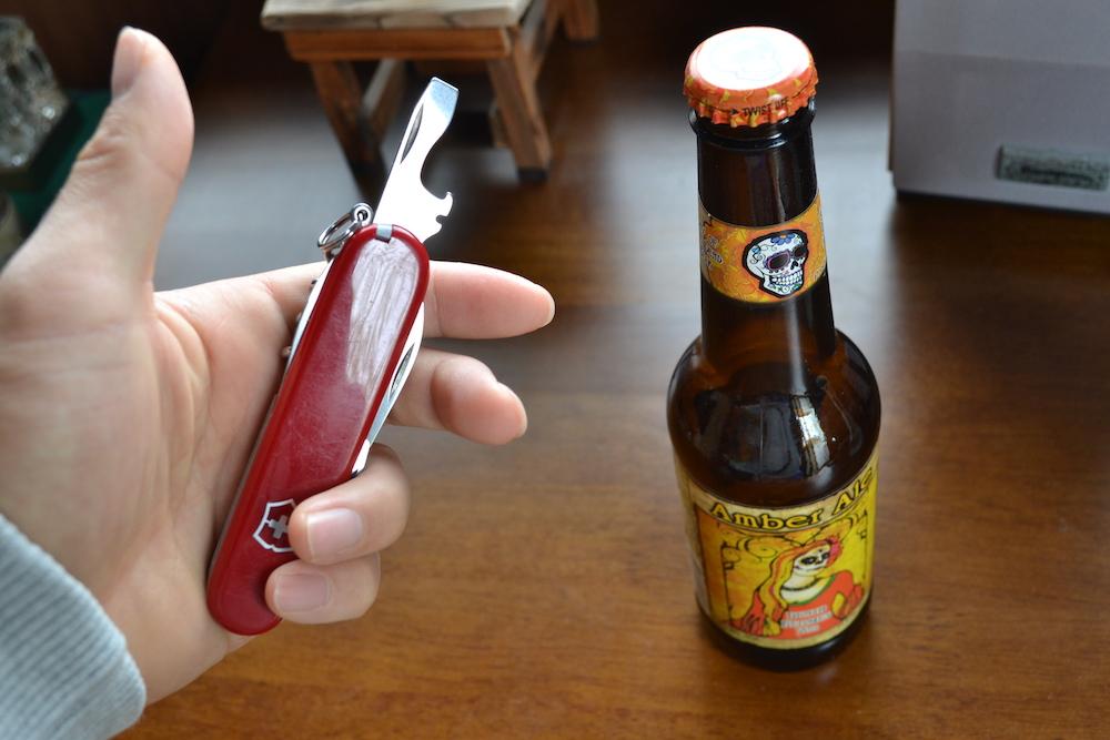 ビクトリノックスのナイフ(栓抜き)の写真