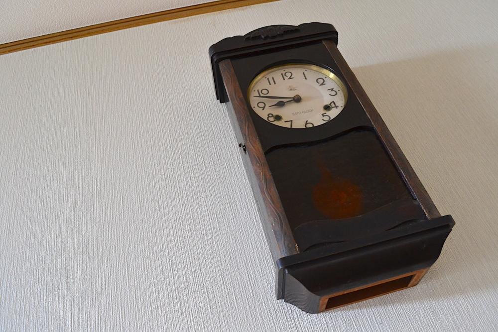 昭和のゼンマイ式掛け時計の写真