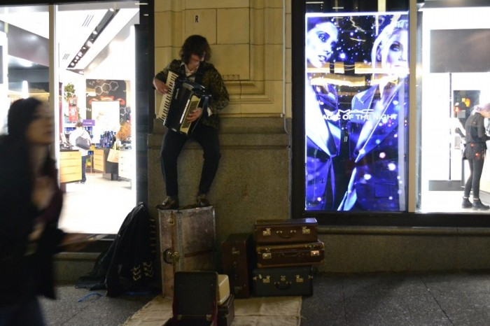 バンクーバーのアコーディオン奏者の写真