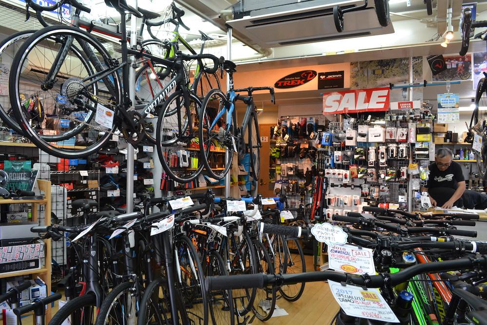 藤沢市のスポーツ自転車屋MARSH(店内)の写真