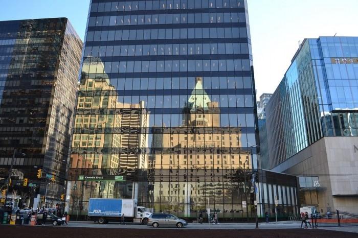 ダウンタウンのビルの写真