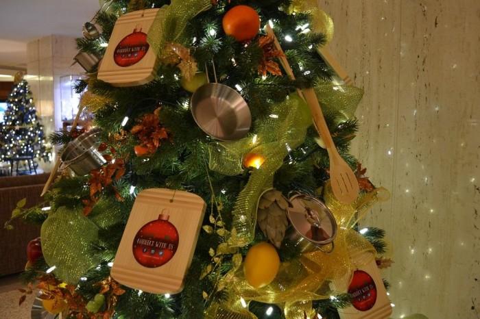 レストランのクリスマスツリーの写真