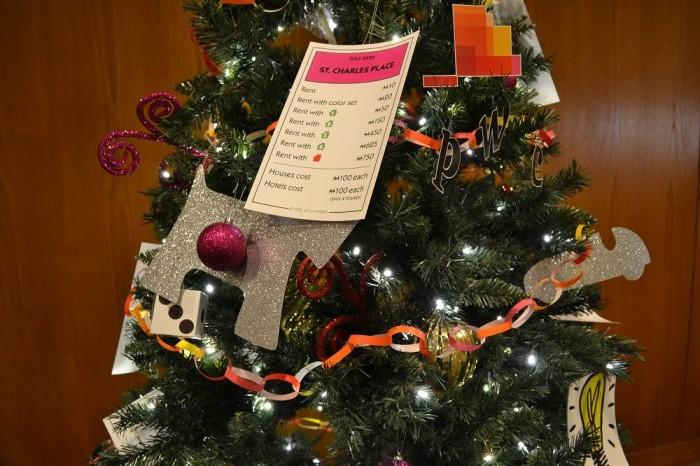 モノポリーのクリスマスツリーの写真