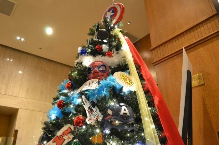 アメコミのクリスマスツリーの写真
