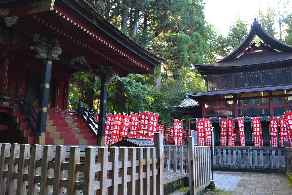 北口本宮冨士浅間神社(赤い旗)の写真