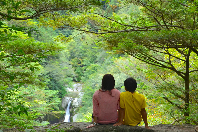 山梨県尾白川渓谷神蛇の滝(2ショット)の写真