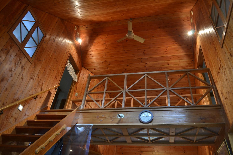 山梨県Airbnb一軒家(階段)の写真
