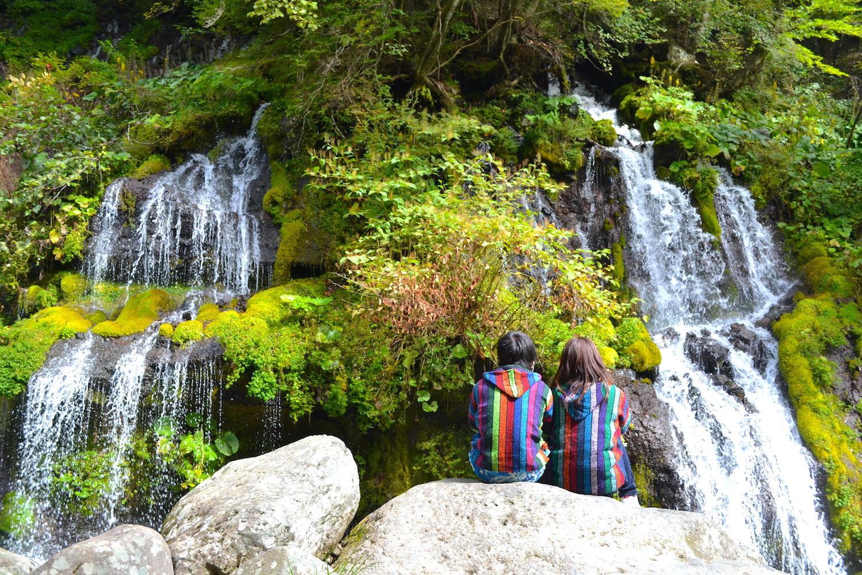 山梨県吐竜の滝(2ショット)の写真