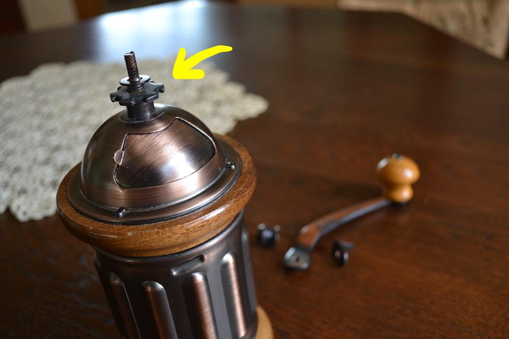 カリタのコーヒーミルKH-5(調整ネジ)の写真