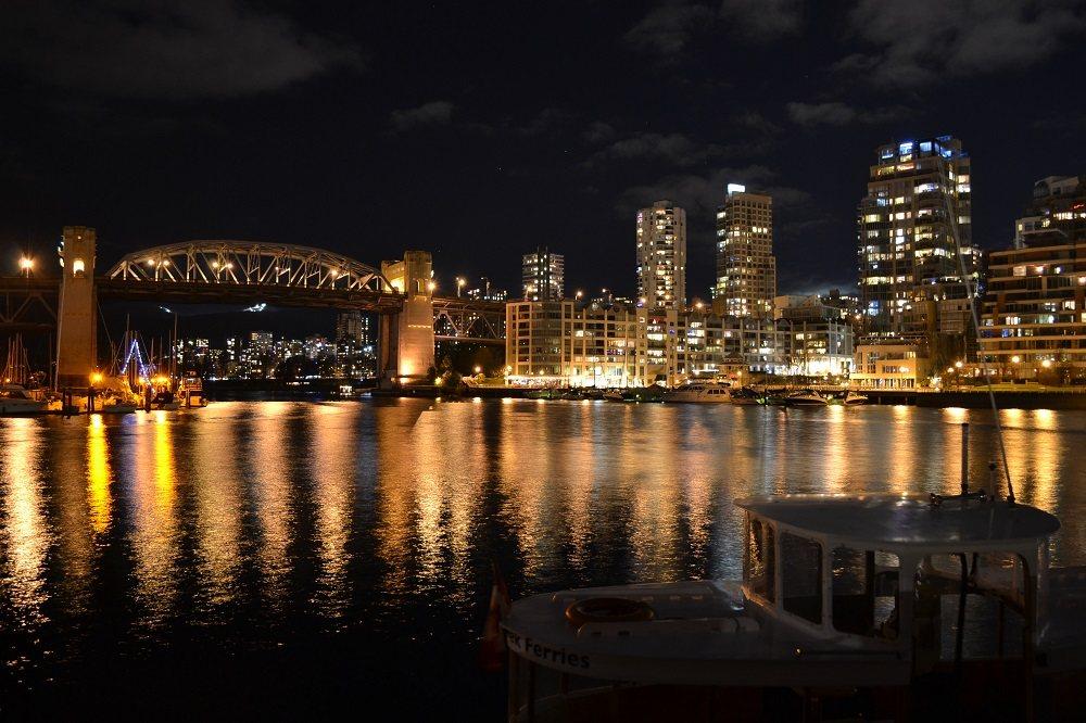 グランビルアイランドからの夜景の写真