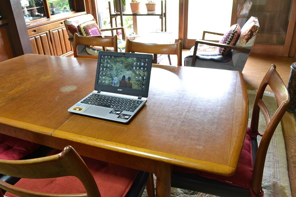 パソコン(自宅1階にて)の写真