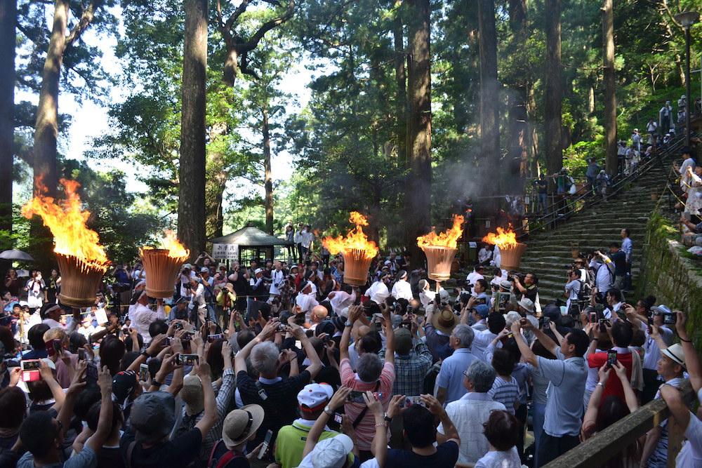 和歌山県|熊野那智大社の扇祭り(松明隊伏し拝みへ)の写真