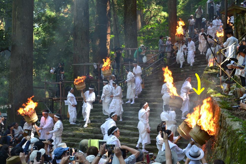 和歌山県|熊野那智大社の扇祭り(松明の火落とし)の写真