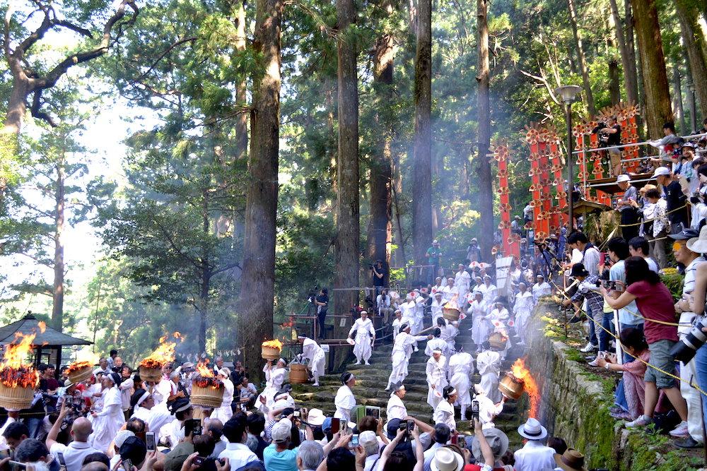 和歌山県|熊野那智大社の火祭り(大松明と12扇御輿)の写真