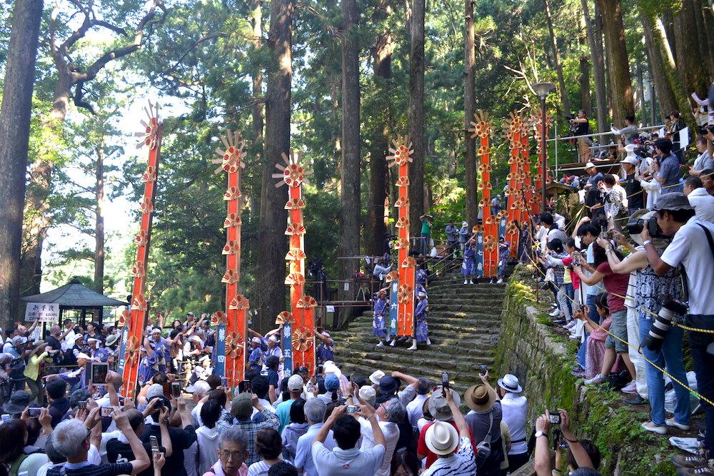 和歌山県|熊野那智大社の扇祭り(ゆっくり進む十二神)3の写真