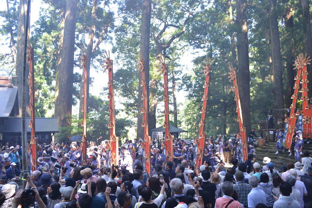 和歌山県|熊野那智大社の扇祭り(階段を下りきった十二神)の写真