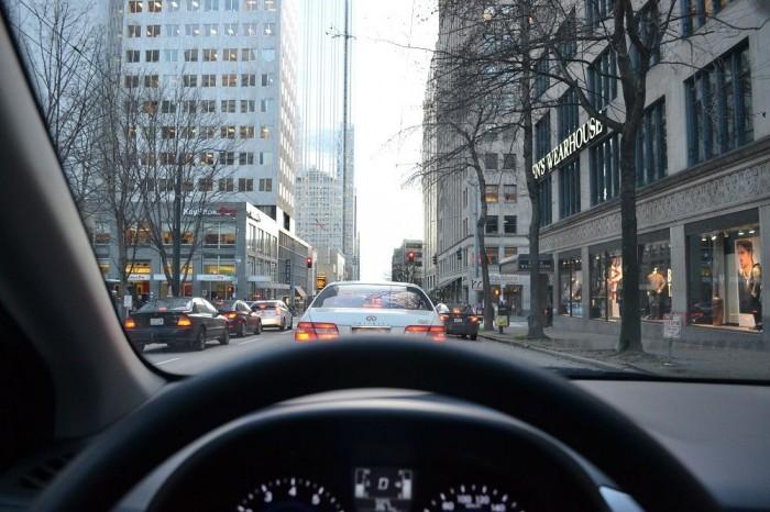 車内から眺めるシアトルの写真