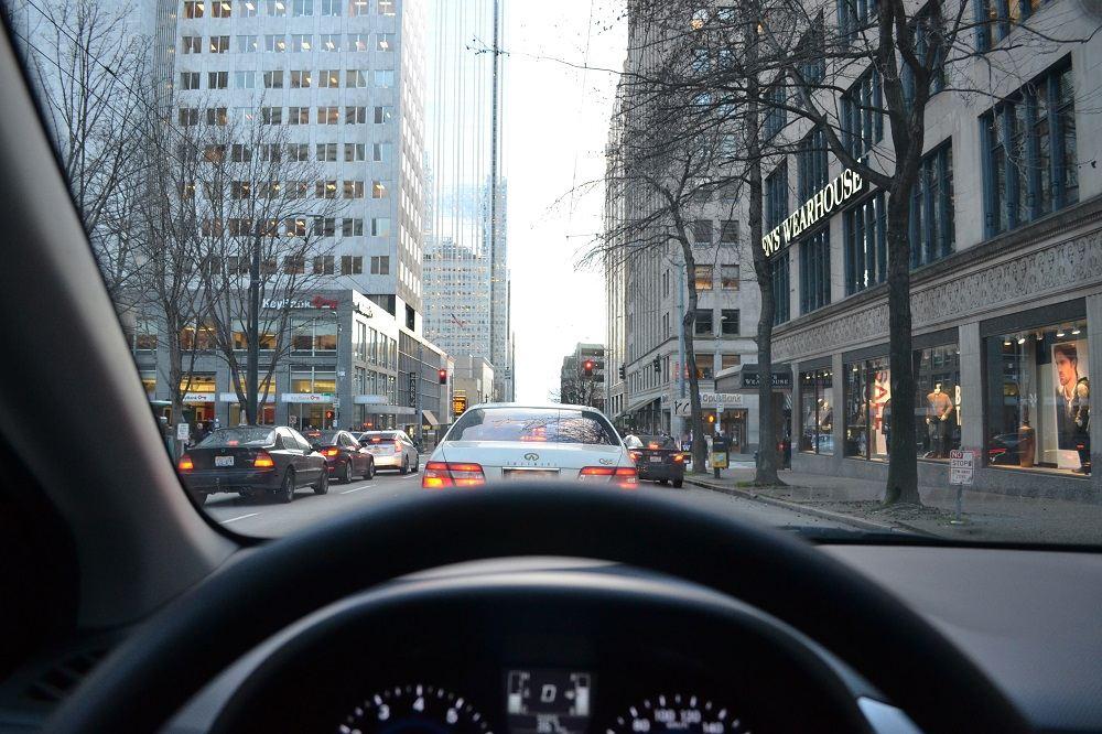 怖い!海外で車を運転した時の注意点まとめ。左ハンドルでハイウェイ走行!