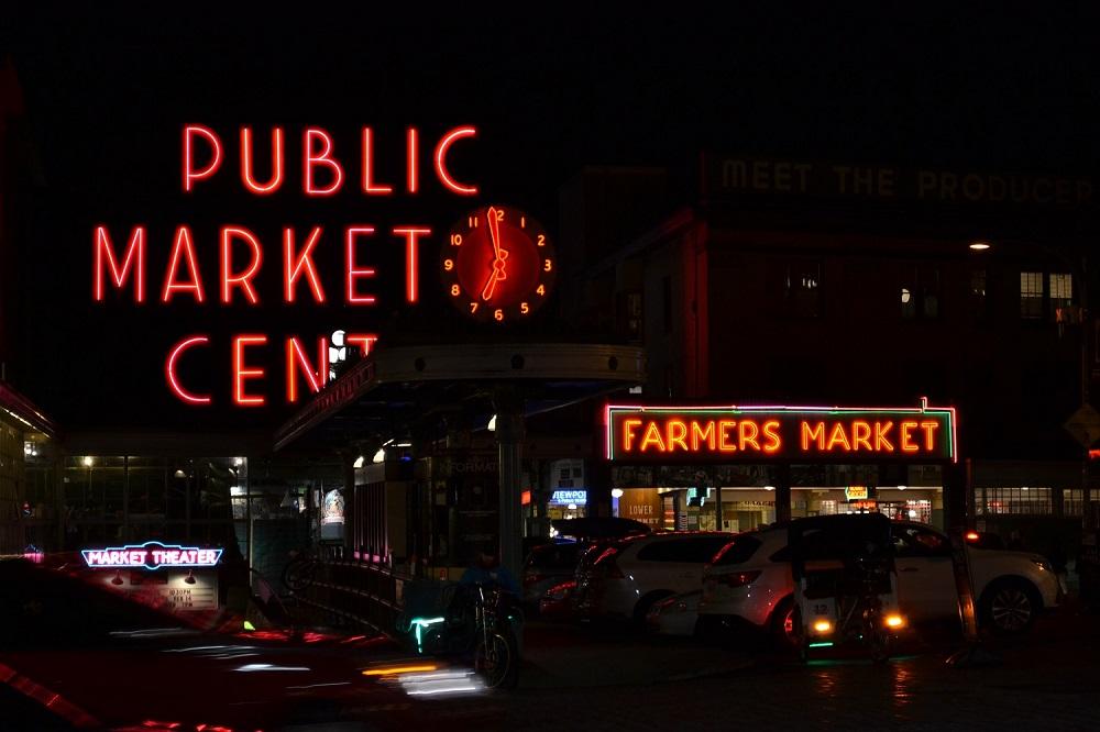 シアトルパイクプレイスマーケットの入り口の写真
