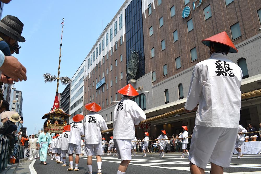 京都祇園祭・山鉾巡行(鉾を引く人々)の写真
