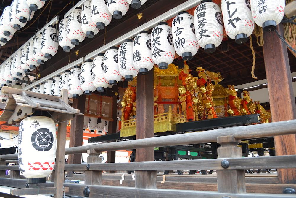 京都八坂神社の舞殿(祇園祭の神輿)の写真