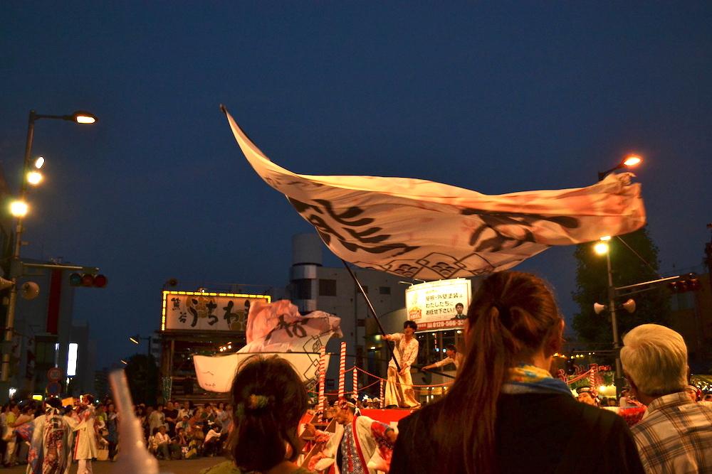 埼玉|八坂神社・熊谷うちわ祭のお祭り広場(ステージ)の写真