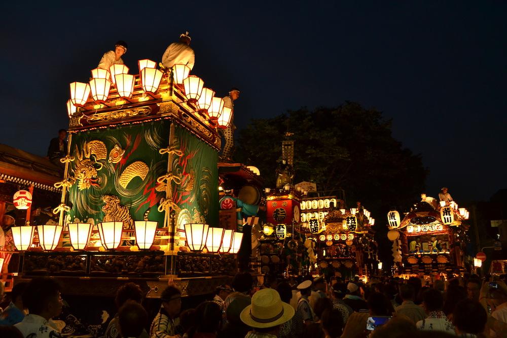 埼玉|八坂神社・熊谷うちわ祭の山車(背面)の写真