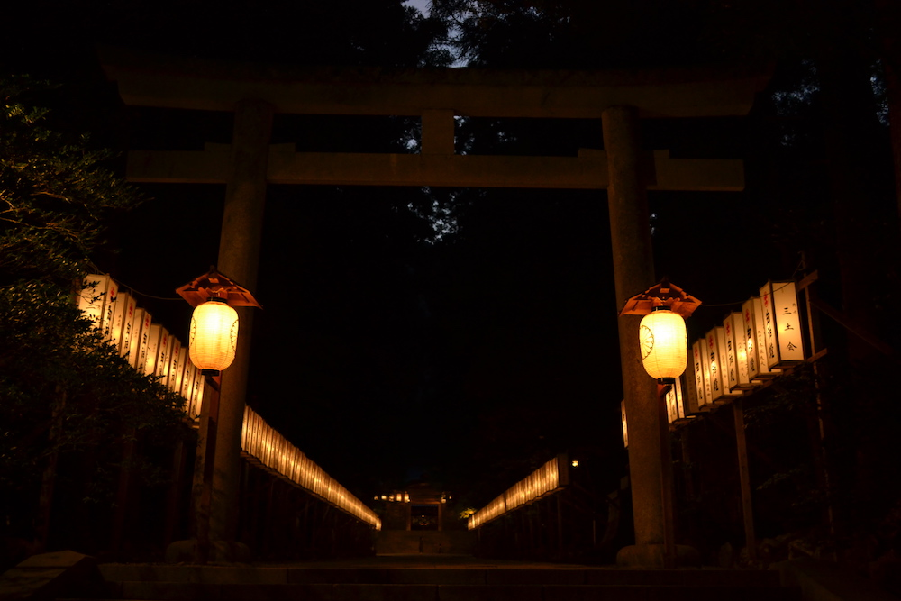 新潟県西蒲原郡|彌彦神社の鳥居の写真