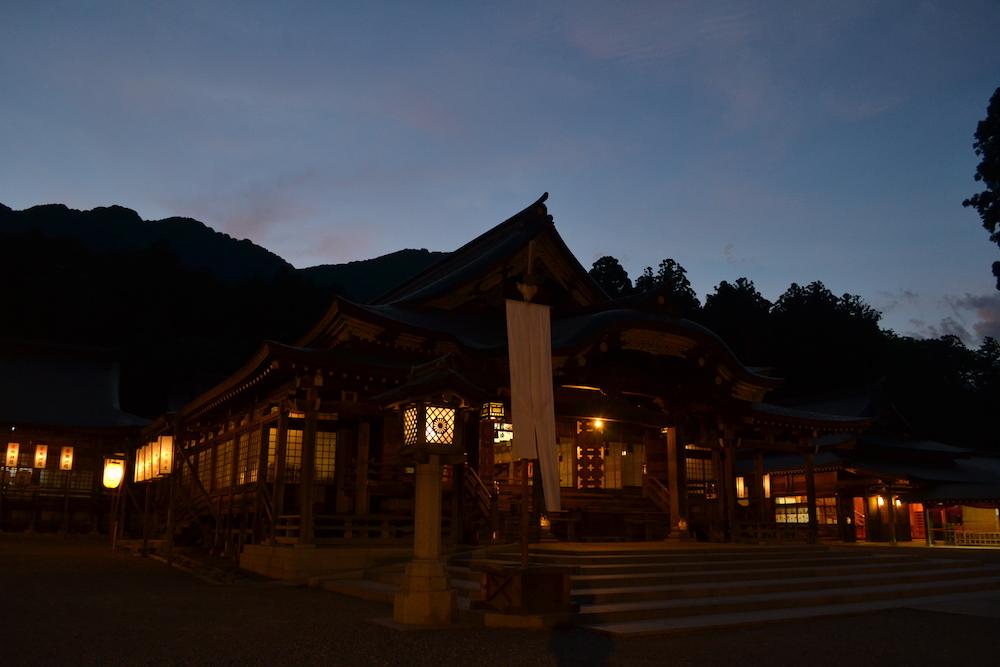 新潟県西蒲原郡|彌彦神社の写真