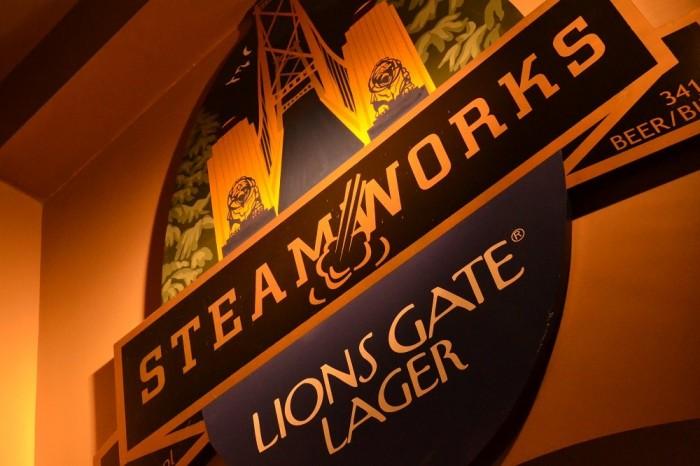 Lions Gate Lagerの写真