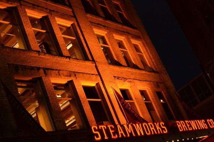 STEAM WORKSの建物の写真