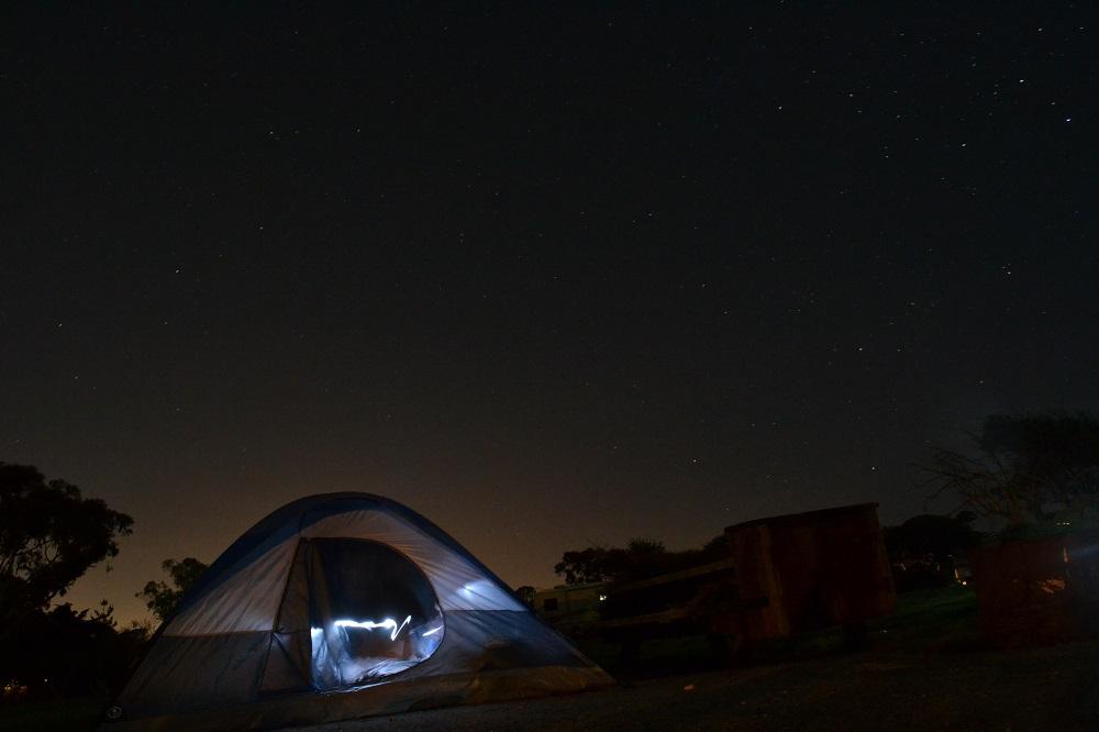ピズモビーチでテント泊してる写真