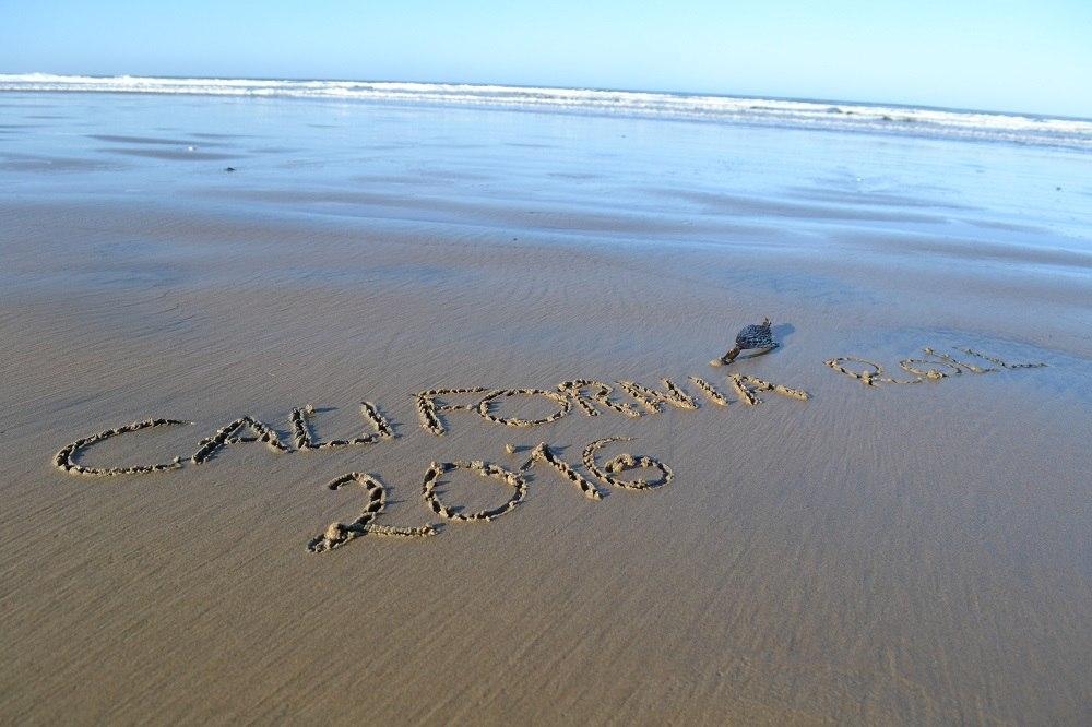 砂浜に落書きした写真