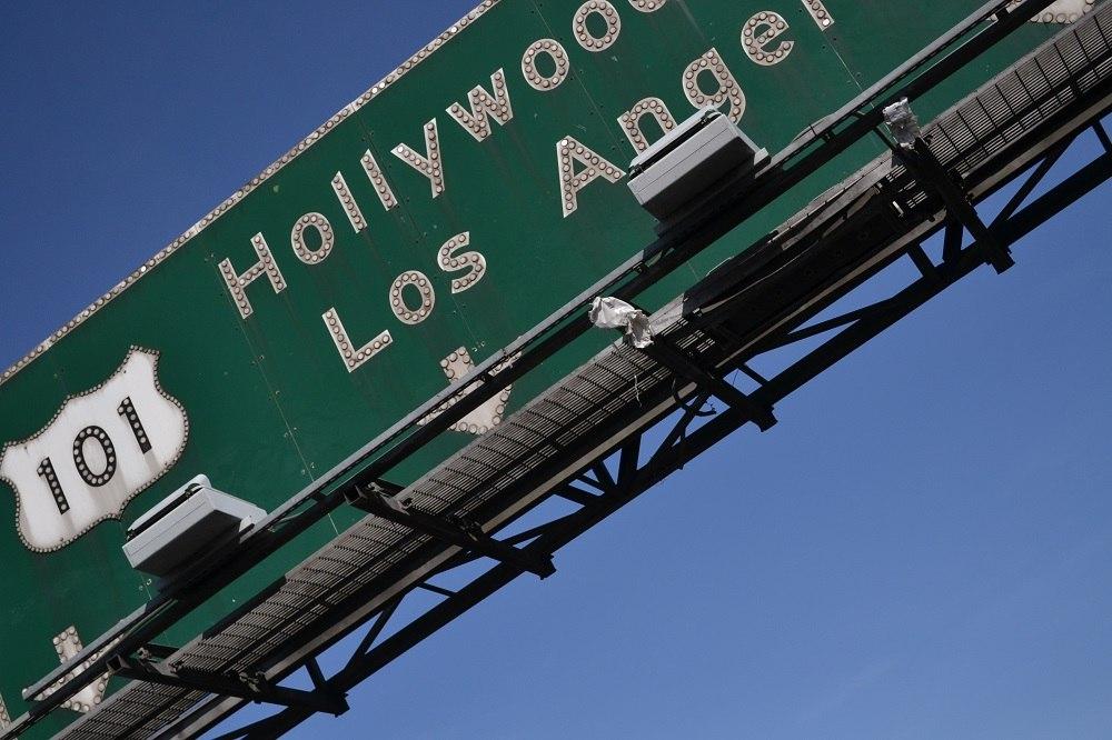 ハリウッドの道路標識の写真