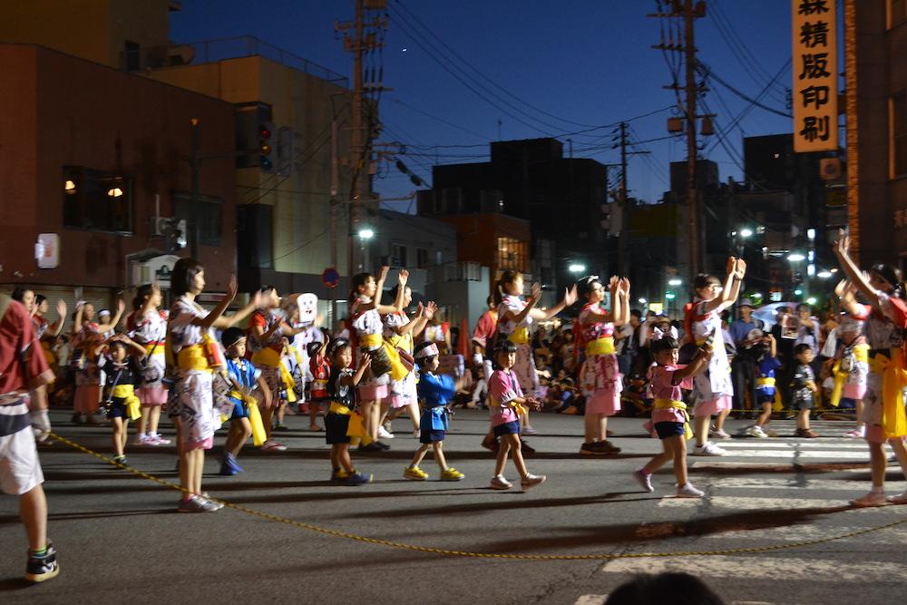 青森県ねぶた祭(お囃子・子供たち)の写真