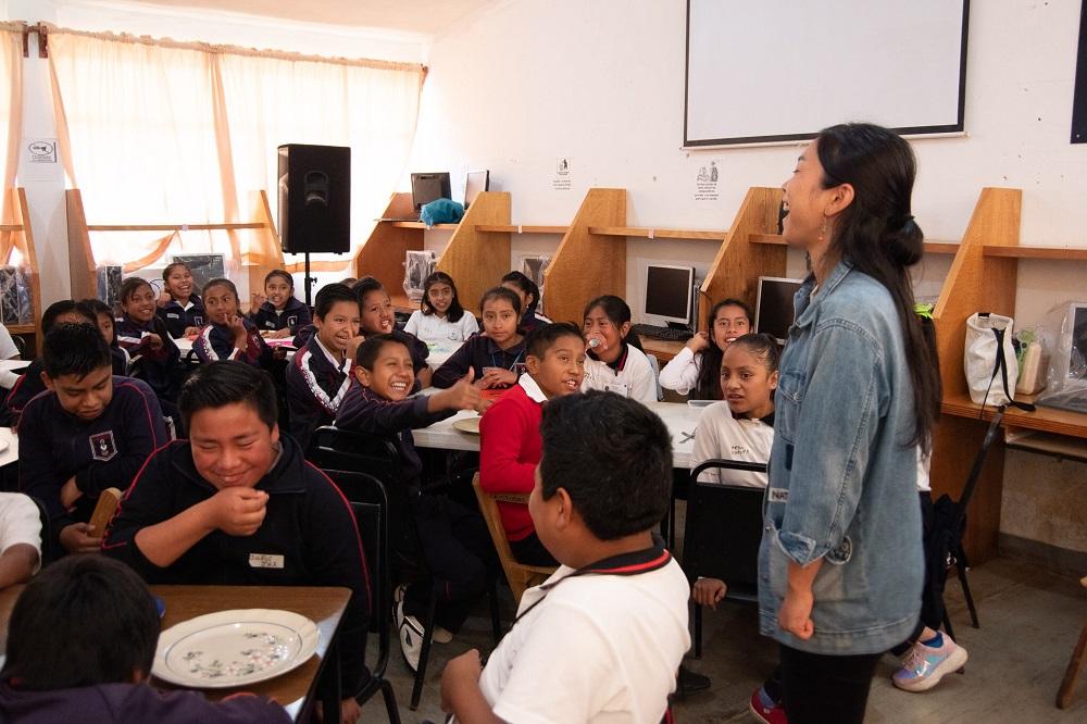 メキシコ・チアパス州サンクリストバルの小学校でおすし作りの写真