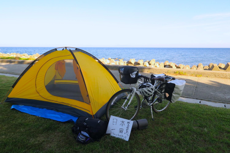 新潟県佐渡島のキャンプ場と日本一周自転車の写真