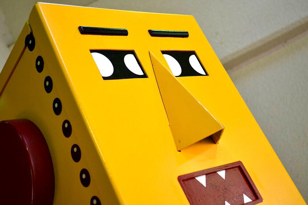 黄色いロボットの顔
