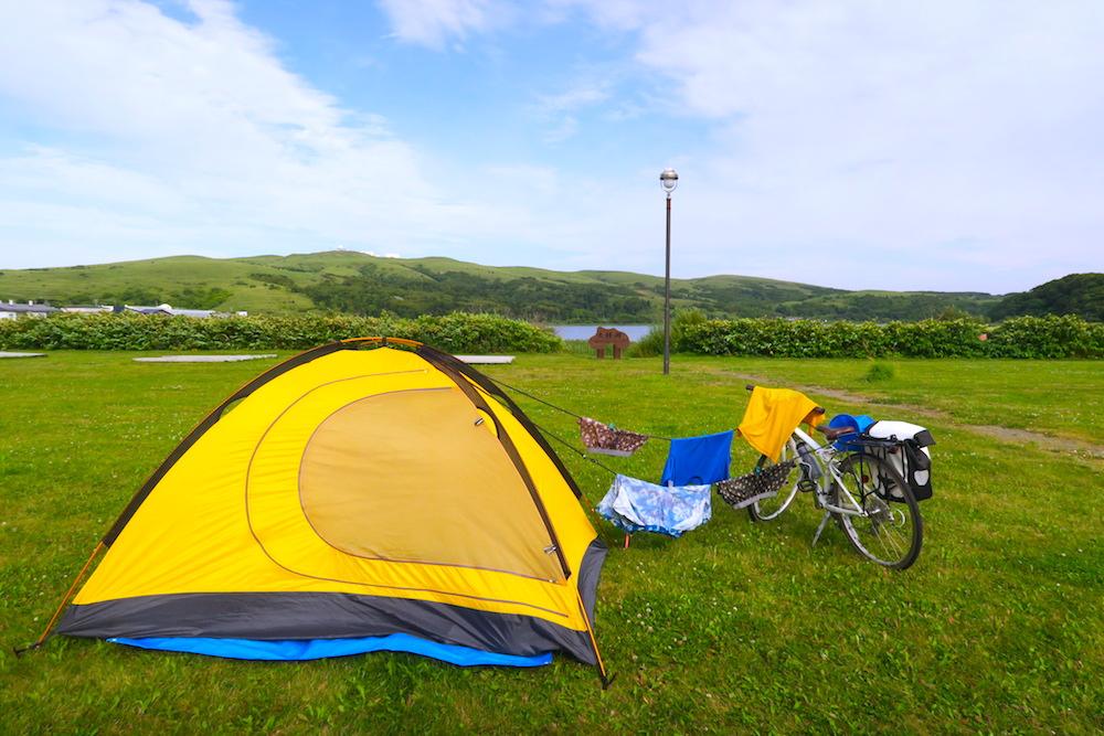 礼文島久種湖畔キャンプ場で洗濯物干しの写真