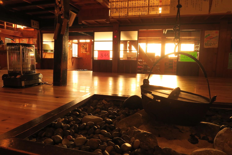北海道礼文島桃岩荘の囲炉裏の写真