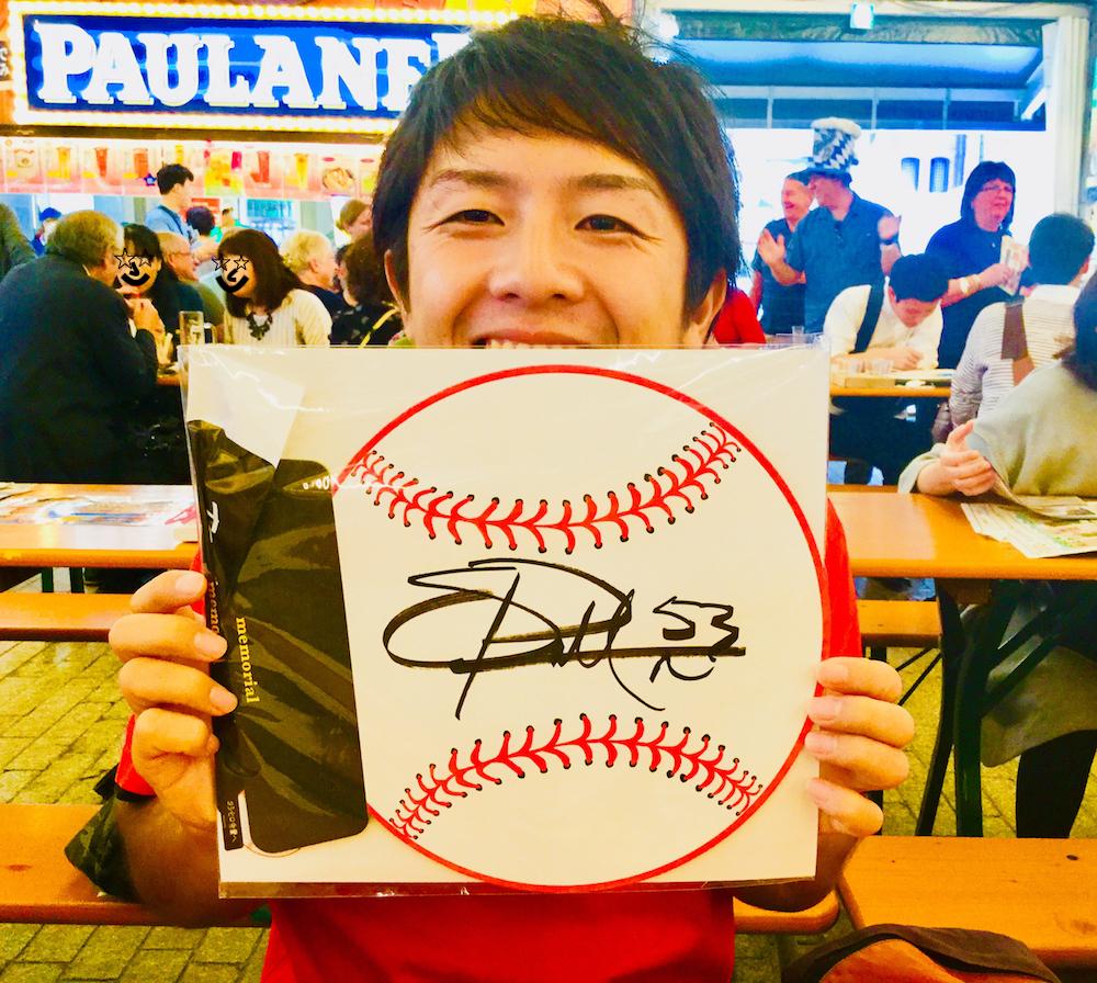 プロフ用 with パットン投手のサインの写真