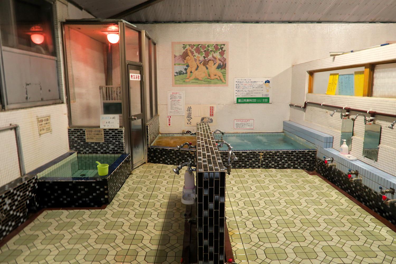 北海道旭川の銭湯こがね湯(浴室)の写真