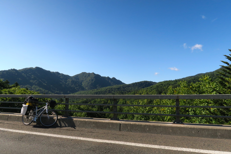 自転車日本一周北海道の峠にての写真