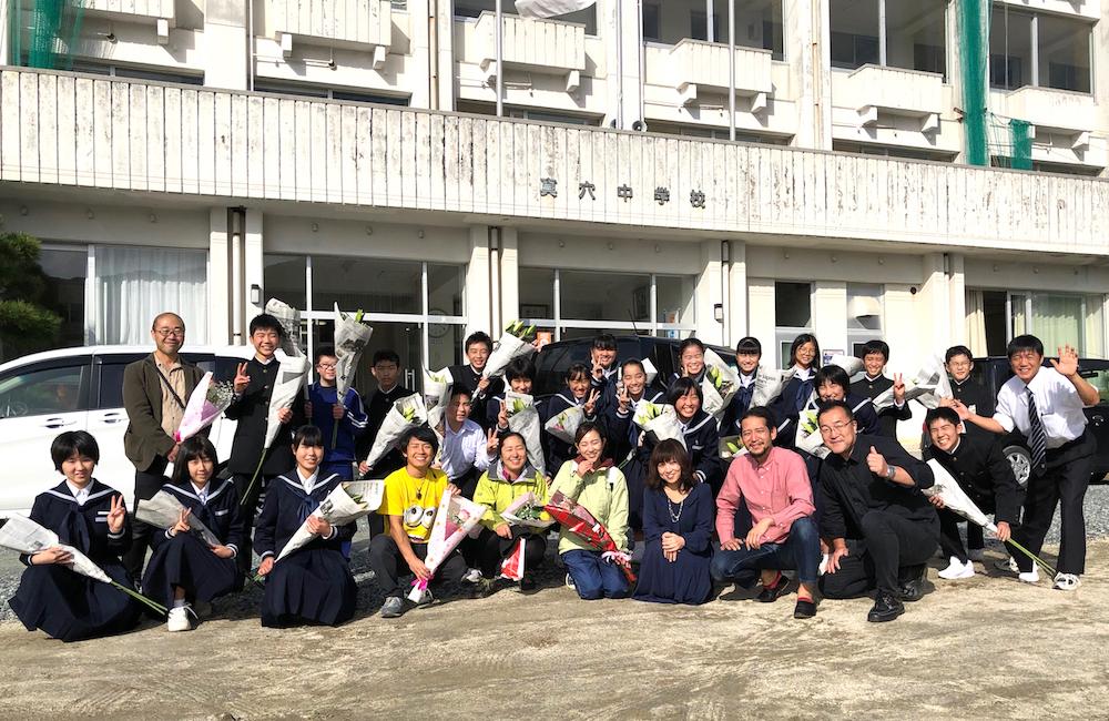 愛媛県八幡浜市真穴中学校の講演会にゲスト出演(集合写真)