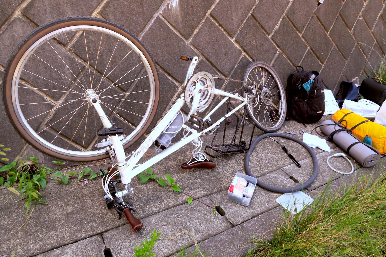 自転車日本一周パンク修理の写真
