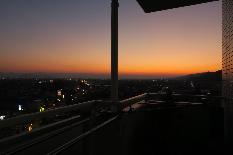 徳島の譲っていただいたマンション(ベランダの夕焼け引越し前)の写真