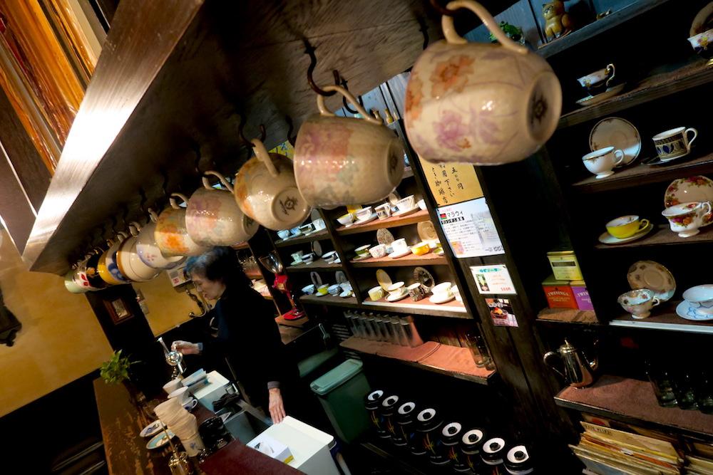 神戸元町とき珈琲店(店内とカップ)の写真